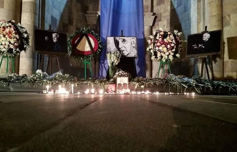 Ոգեկոչման արարողություն՝ Վանաձորի Շառլ Ազնավուրի անվան մշակույթի պալատի բակում (լուսանկարներ)