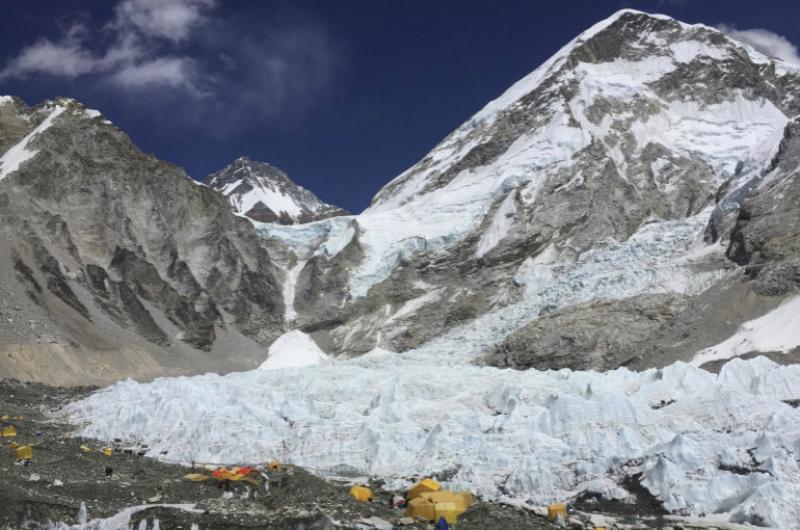 Գլոբալ տաքացման ֆոնին Էվերեստի սառույցները հալչում են՝ ի հայտ բերելով լեռնագնացների սառած դիերը