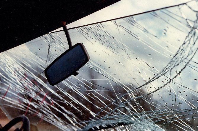 Չիվա-Ելփին ավտոճանապարհին մեքենան դուրս է եկել երթևեկելի հատվածից և մոտ 50մ գլորվել ձորը
