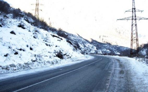 Վարդենյաց լեռնանցքում մերկասառույց է. Լարսի ճանապարհը բաց է