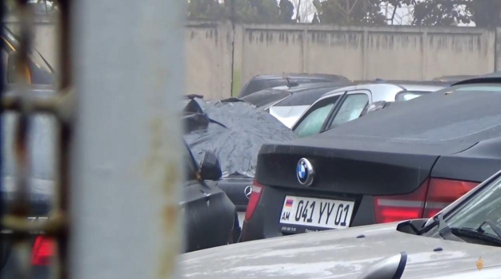 Ճանապարհային ոստիկանները հայտնաբերել են կեղծ համարանիշերով մեքենաներ