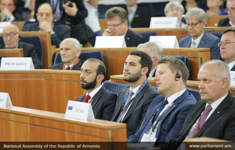Ա. Միրզոյանը մասնակցել է Կենտրոնական եւ Արեւելյան Եվրոպայի խորհրդարանների նախագահների 4-րդ գագաթնաժողովին