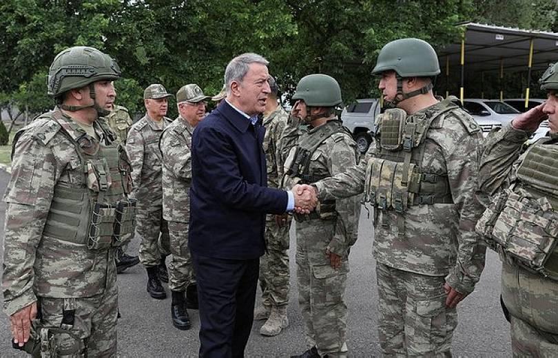 Թուրքիայի պաշտպանության նախարարը այցելել է Հայաստանի հետ սահմանին գտնվող ԶՈՒ ստորաբաժանումներ