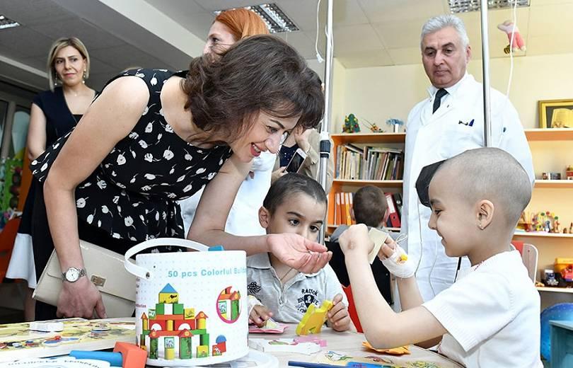 Աննա Հակոբյանը ներկա է գտնվել քաղցկեղով հիվանդ երեխաների մասնակցությամբ միջոցառմանը (լուսանկարներ). Armtimes.com