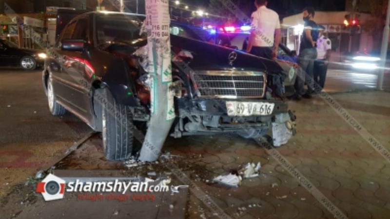 Ավտովթար Երևանում. ոստիկանությունը պարզում է էլեկտրասյանը բախված Mercedes-ի վարորդի ինքնությունը