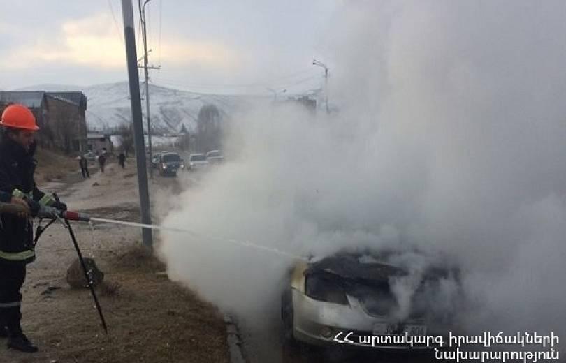 Հրազդանում մեքենա է հրդեհվել. շարժիչի հատվածն ամբողջությամբ այրվել է