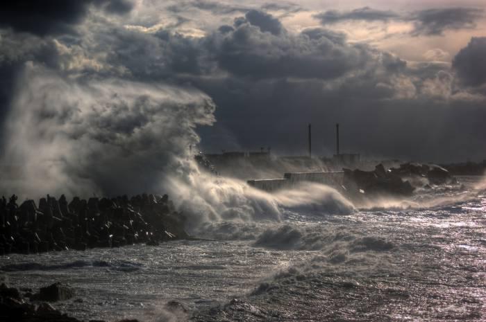 Վրաստանում փոթորկի պատճառով արգելված է ծով մտնել