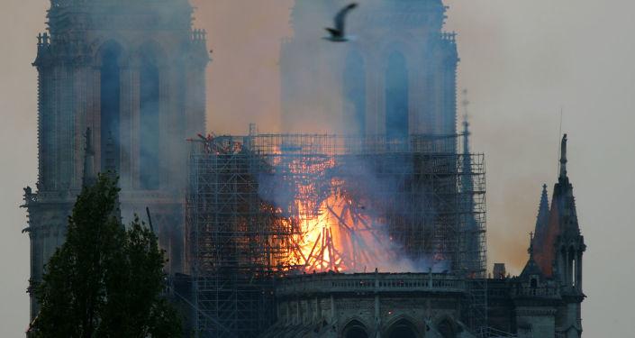 Փարիզի Աստվածամոր տաճարը դեռեւս վտանգի մեջ է