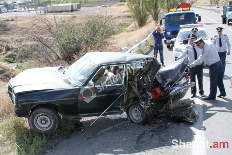 Ավտովթար Երևան-Սևան ավտոճանապարհին. Ford-ը բախվել է Mercedes-ին. կա վիրավոր (լուսանկարներ)