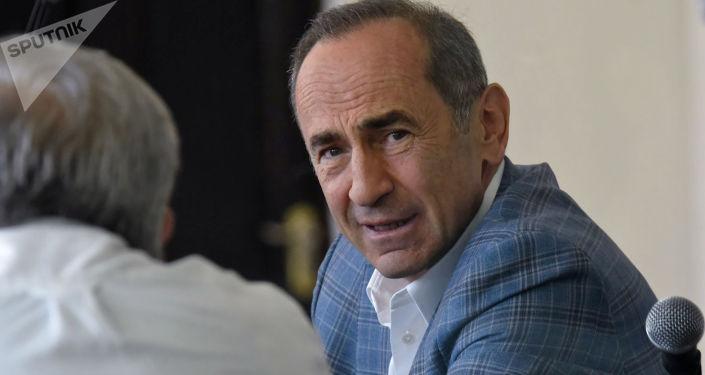 Դատարանը հեռացավ Ռոբերտ Քոչարյանի խափանման միջոցի վերաբերյալ որոշում կայացնելու