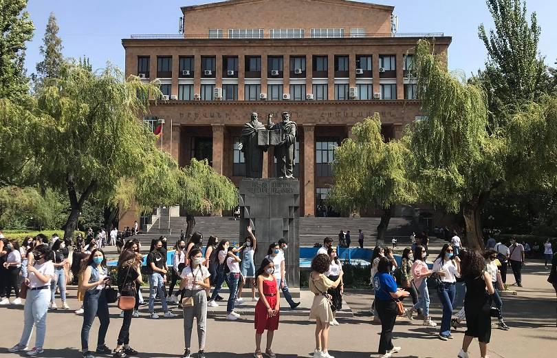 Ուսանողների երթ դեպի կառավարություն՝ հանձնելու 5.000 ստորագրությամբ գրություն