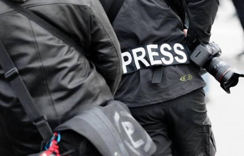 Ռուս և հայ լրագրողներով ու ամերիկացի կամավորներով միկրոավտոբուսը ԼՂ-ում ընկել է հրետանու կրակի տակ
