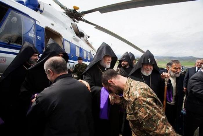 Ամենայն Հայոց և Մեծի Տանն Կիլիկիո Կաթողիկոսները ԼՂՀ-ում զորակցություն են հայտնել արցախահայությանը և զինվորներին