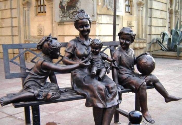 Հուշարձաններ՝ նվիրված ընտանիքին (լուսանկարներ)