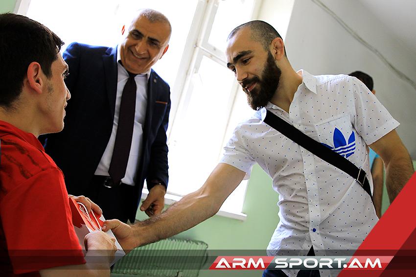 MMA-ի մարզիկ Վարդան Ասատրյանը բարեգործական այց է կատարել Խարբերդի մանկատուն (լուսանկարներ)