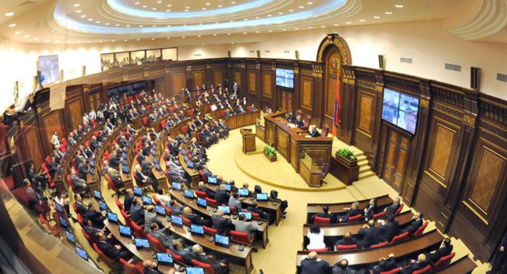 Խորհրդարանն ընդունեց կառավարության օպտիմալացման և աշխատատեղերի կրճատման մասին օրինագիծը