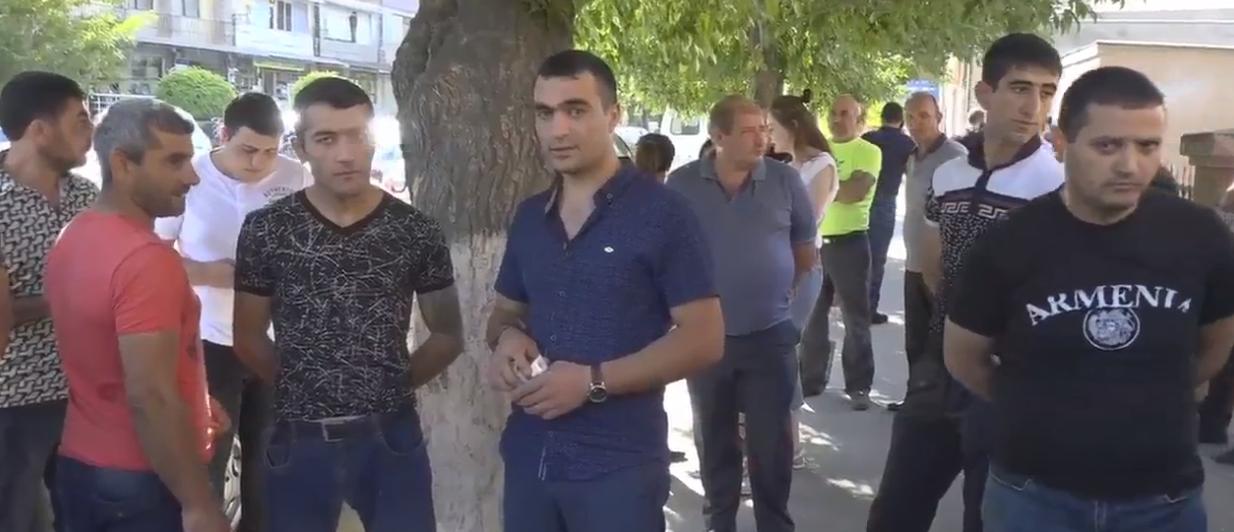 Բողոքի ակցիա Արտաշատում. առևտրականները փակել են խանութները
