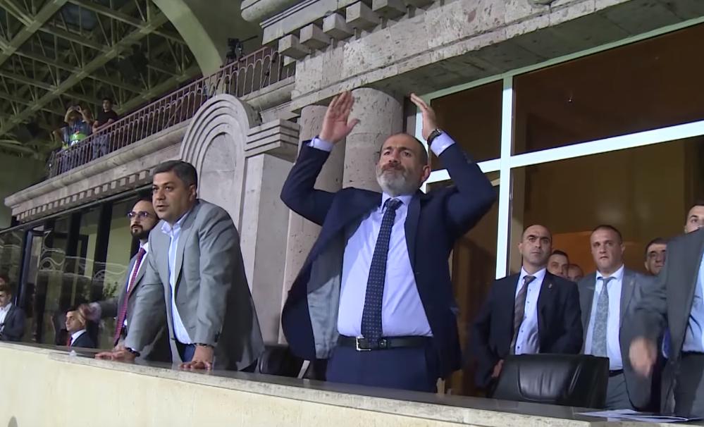 Վայ քու․ Ինչպե՞ս է Փաշինյանը մարզադաշտում արձագանքում Հայաստանի հավաքականի գոլերին