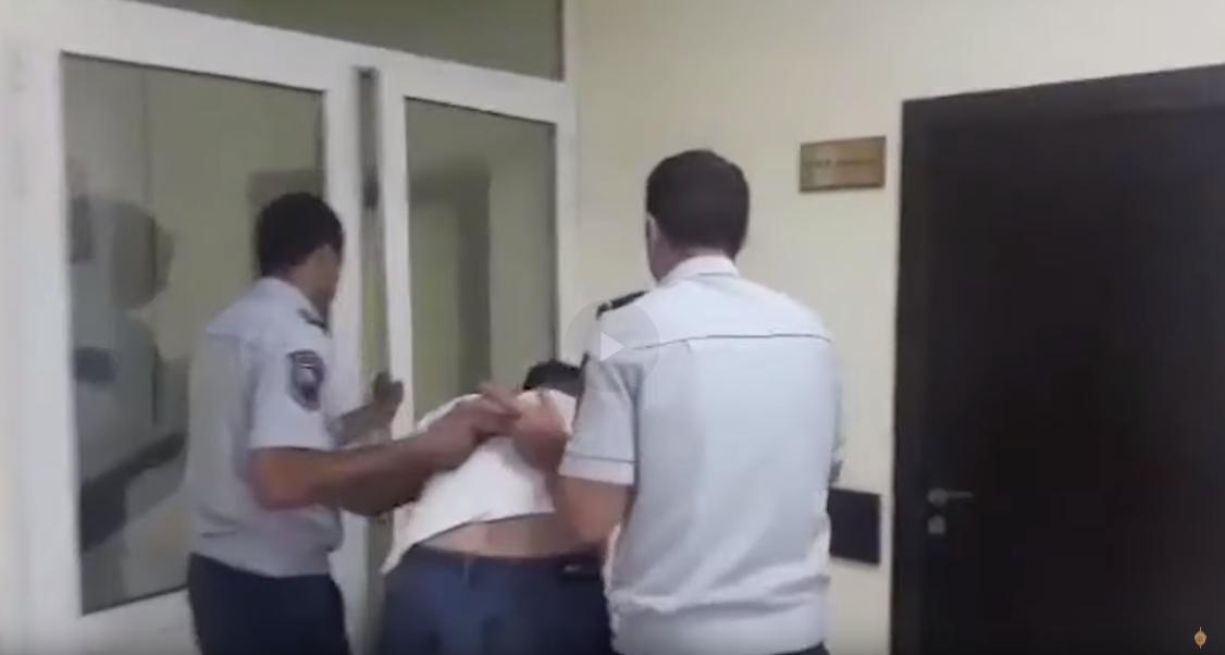 Մասիսի ոստիկանները խուլիգանության կասկածանքով բերման են ենթարկել հրացանից կրակած անձին