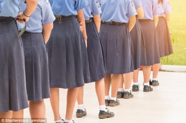 Բրիտանական դպրոցներից մեկում տղաներին պարտադրել են կարճ տաբատի փոխարեն կիսաշրջազգեստ կրել
