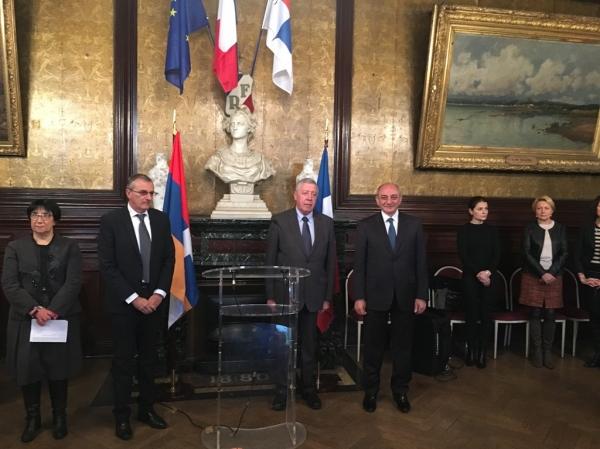 Բակո Սահակյանը հանդիպել է Սեն Շամոնի քաղաքապետի եւ Ֆրանսիա-Արցախ բարեկամության շրջանակի նախագահ Ֆրանսուա Ռոշբլուանի հետ