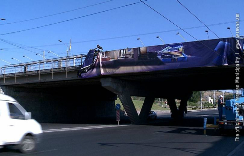 Ապամոնտաժվում են կամուրջների, վերգետնյա անցումների և ուղեանցերի անօրինական գովազդները