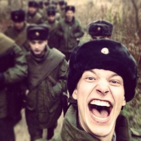 Միակ մարդը, ով երջանիկ է ռուսական բանակում (լուսանկարներ)