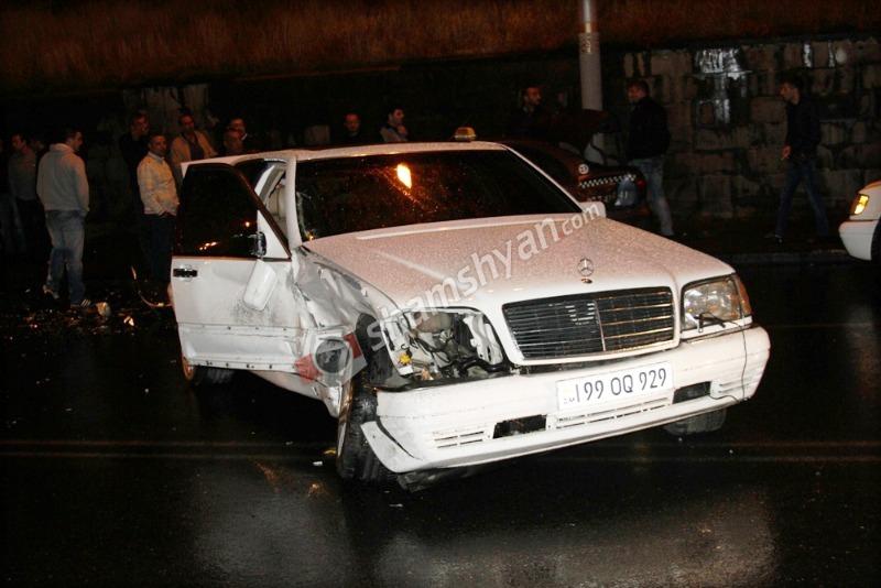 Երևանում Mercedes-ի ոչ սթափ վիճակում գտնվող 53-ամյա վարորդը՝ ավտովթարի հեղինակ. կա 5 վիրավոր. (լուսանկարներ)