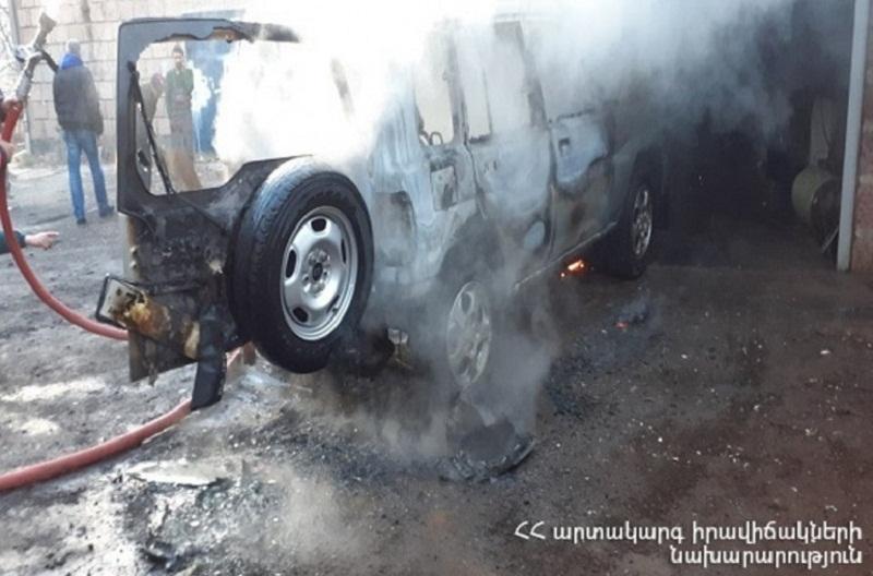 Արթիկում «Mitsubishi Pajero» մակնիշի ավտոմեքենան ամբողջությամբ այրվել է