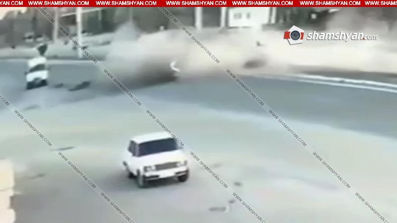 Տեսախցիկն արձանագրել է Երևան-Աշտարակ ճանապարհին 2 մարդու մահվան պատճառ դարձած ավտովթարի պահը