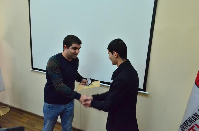 ՀՊՏՀ-ում «հատուկ մրցանակ» հանձնվեց քառօրյա պատերազմի մասնակից Հարություն Բադալյանին