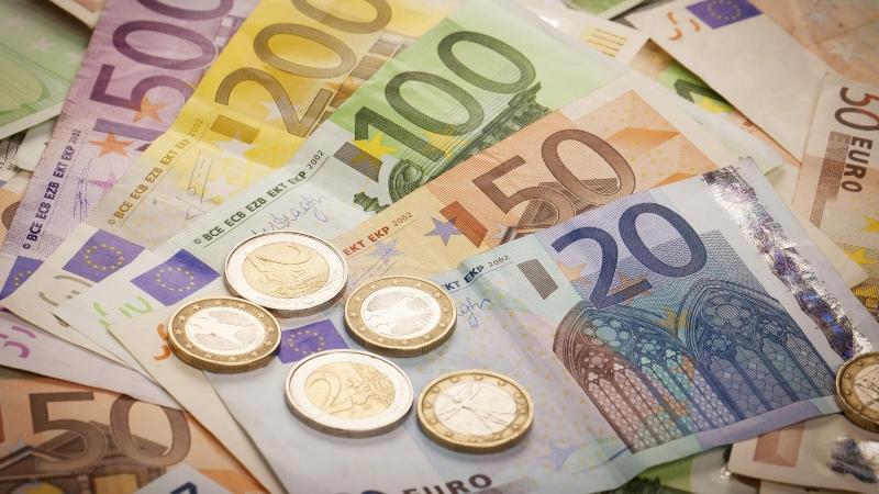Եվրոն այսօր գնվում է 525, վաճառվում՝ 532 առավելագույն փոխարժեքով