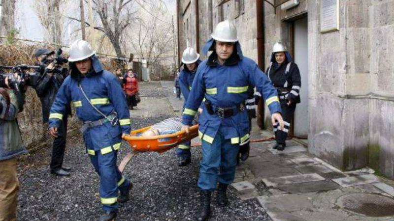 ՀՀ ԱԻՆ և ԿԽՄԿ-ի փրկարարները սարից 1.5 կմ պատգարակով իջեցրել են վնասվածք ստացած քաղաքացուն