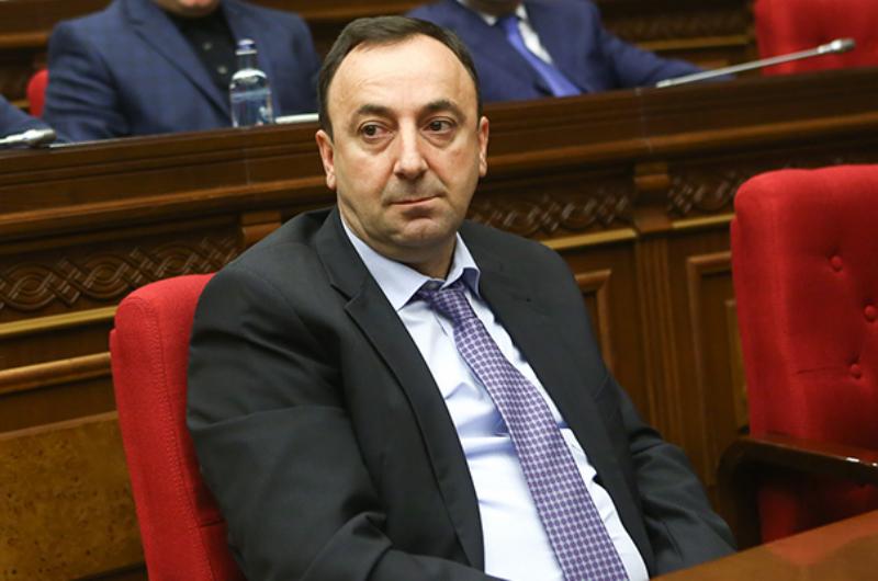«Իրատես». Հրայր Թովմասյանը չի պատրաստվում զիջել աթոռը