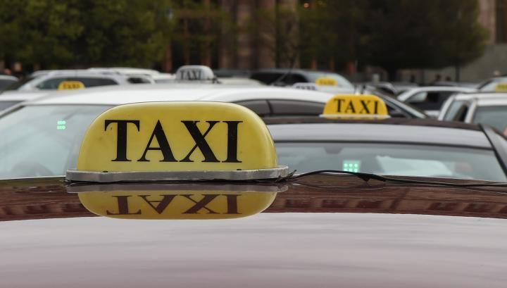 Տաքսու վարորդները փակել են Կորյուն-Աբովյան խաչմերուկը