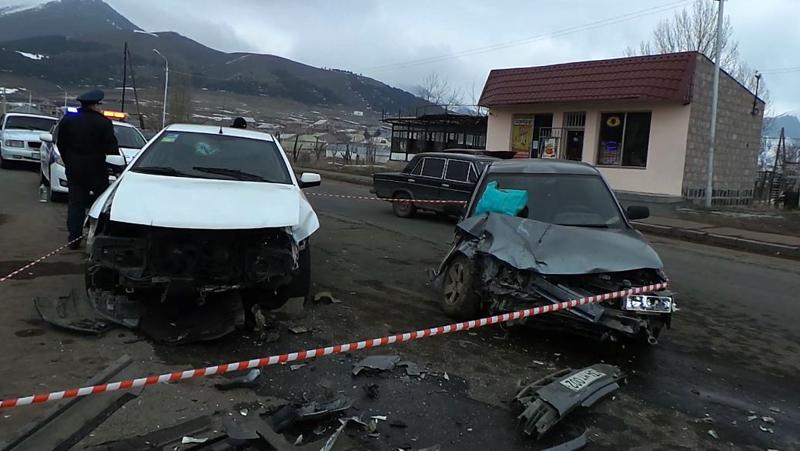 Բախվել են «Սամանդ» և «ՎԱԶ-21010» մակնիշի ավտոմեքենաներ. կա 8 վիրավոր (լուսանկարներ)