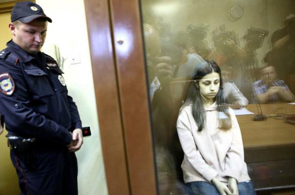 Մոսկվայում հորը սպանած երեք հայ աղջիկներից մեկի փաստաբանը հայտնել է, որ իրեն չեն թույլատրում հանդիպել իր պաշտպանյալի հետ