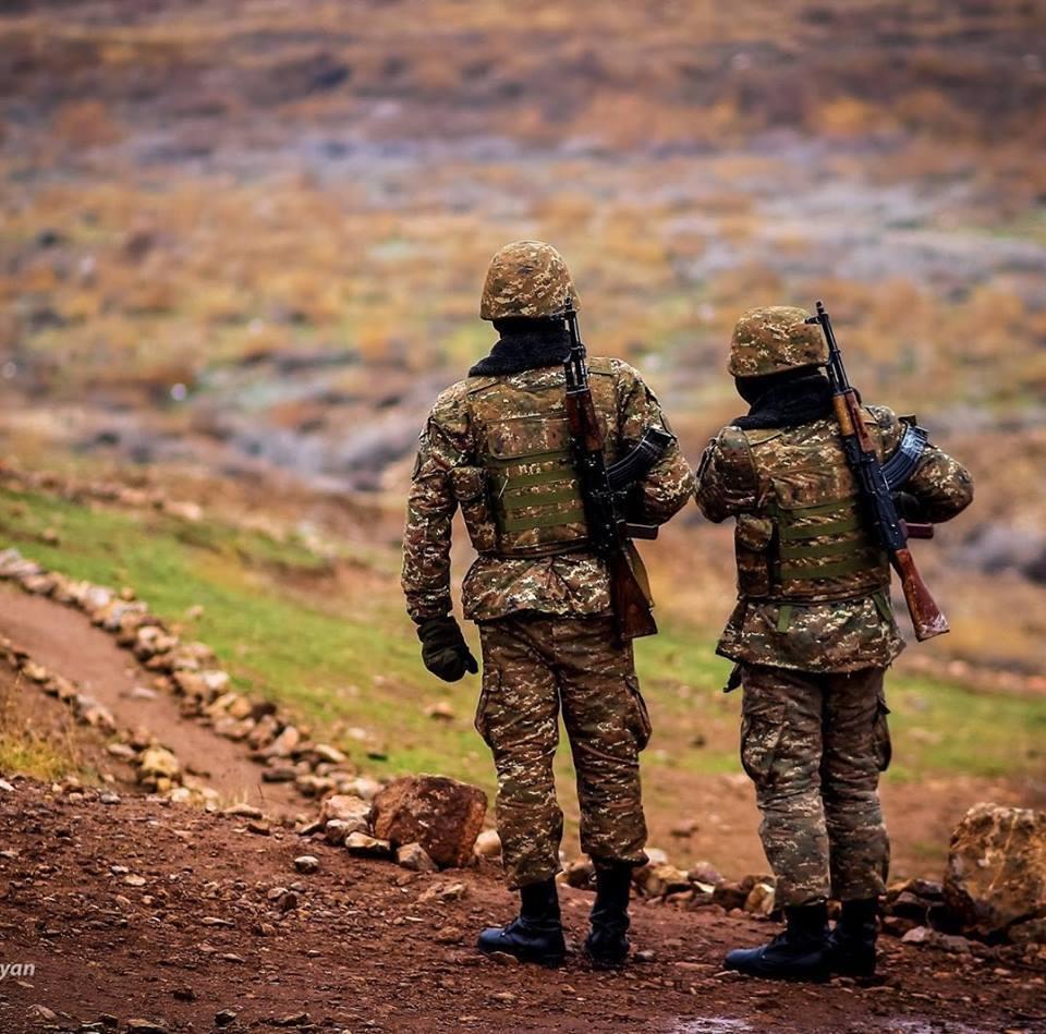 Հզոր ենք օդում, ջրում, ցամաքում, ծառայում ենք մենք Հայոց բանակում. շարքային Սահակյանի բանաստեղծությունը