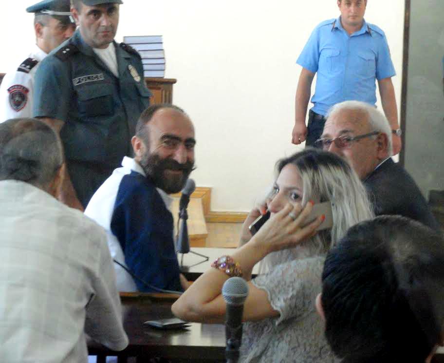 Թուրքը դու ես. դատախազը ենթարկվեց դատական սանկցիայի, Պավել Մանուկյանը հեռացվեց նիստերի դահլիճից