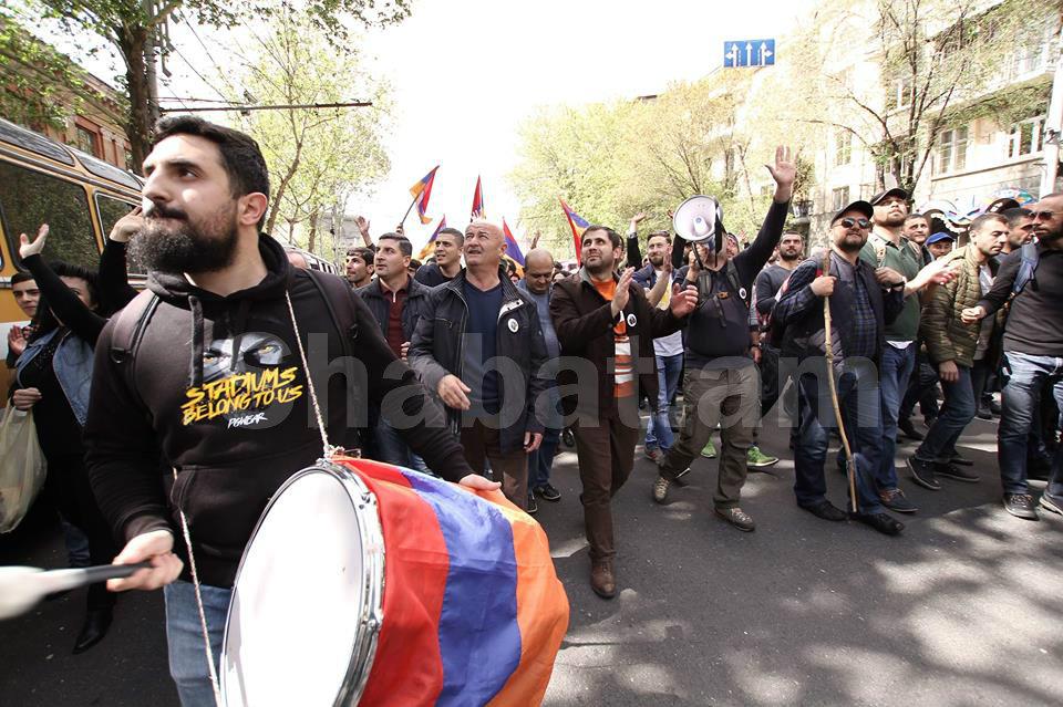 Նախկինում ԱՄՆ-ն, ԵՄ-ն ու ՌԴ-ն միաժամանակ չէին արձագանքել բողոքի ցույցերին և կողմերից չէին պահանջել զսպվածություն ցուցաբերել. «Ժողովուրդ»