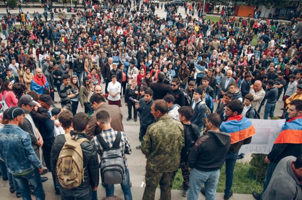 Գյումրիում հազարավոր մարդիկ Նիկոլ Փաշինյանի կոչից հետո դուրս են եկել փողոց. ցույցին է միացել նաև  Վարդան Ղուկասյանը