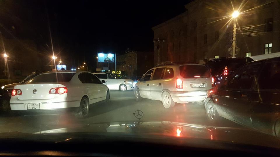 Գյումրիում այս պահին մեծ ավտոերթ է մեկնարկել  (լուսանկար)