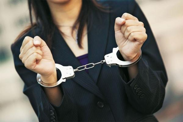 Բերման ենթարկված  20-ամյա աղջկա մոտ ատրճանակ է հայտնաբերվել