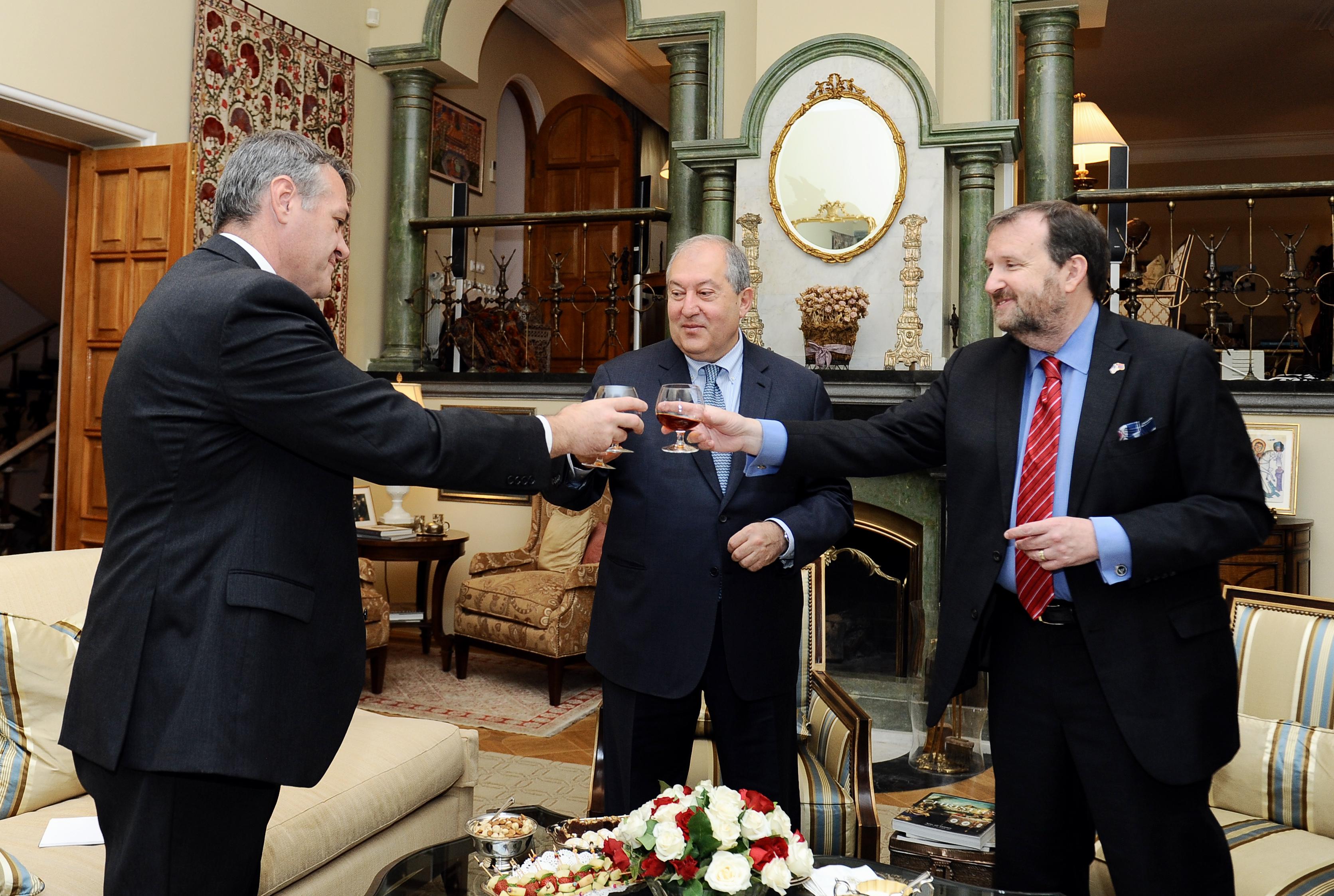 Նախագահ Արմեն Սարգսյանը ԱՄՆ Անկախության տոնի առթիվ շնորհավորել է դեսպան Միլսին (լուսանկարներ)