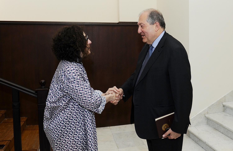 Արմեն Սարգսյանը հյուրընկալել է Արսինե Խանջյանին