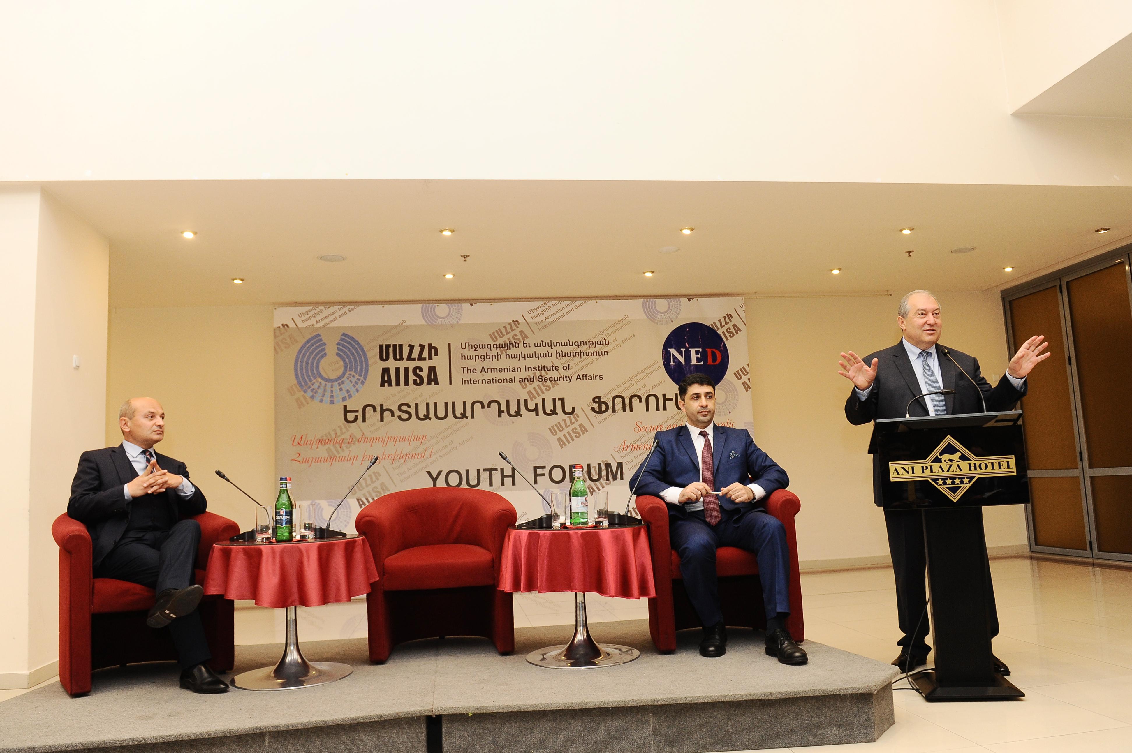 Նախագահը մասնակցել է Միջազգային եւ անվտանգության հարցերի հայկական ինստիտուտի Երիտասարդական ֆորումին