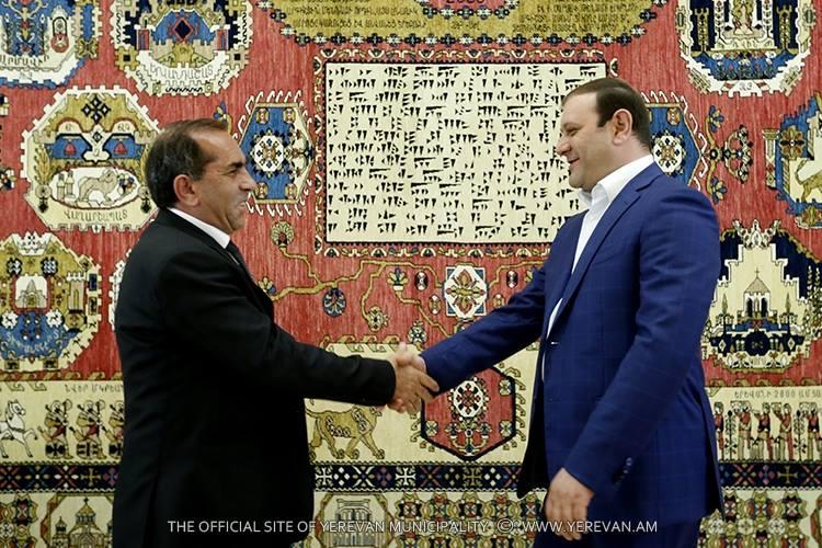 «Երևան 2800» գորգը նվիրաբերվել է Երևան քաղաքի պատմության թանգարանին
