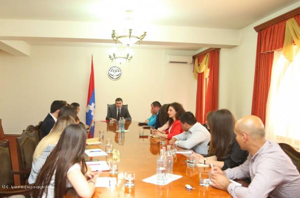 Արցախի պետնախարար Մարտիրոսյանն ընդունել է «Առաջնորդության դպրոց» հիմնադրամի պատվիրակությանը