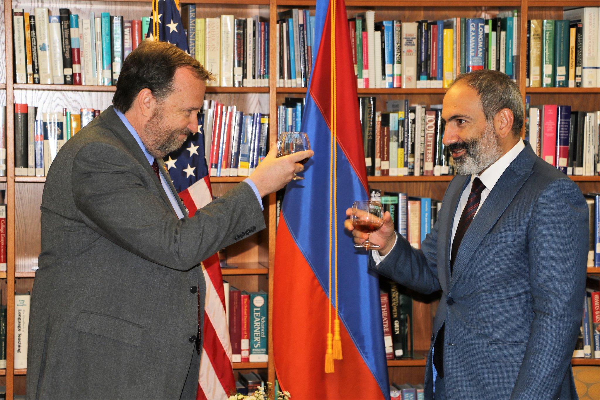 ՀՀ վարչապետն այցելել է ԱՄՆ դեսպանատուն