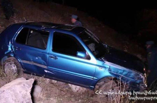 Բախման հետևանքով վարորդը և ուղևորը հոսպիտալացվել են. վթար Երևան-Մեղրի ավտոճանապարհին